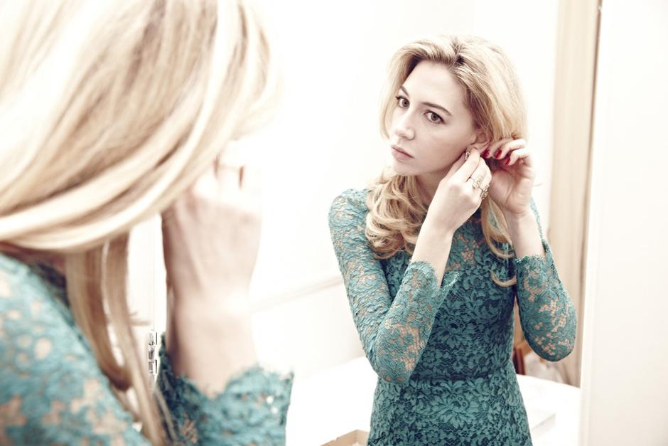 Платье, Dolce & Gabbana; украшения, Sabine G