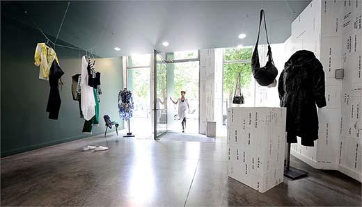 В бутике Haleluja вещи представлены в виде арт-инсталляций