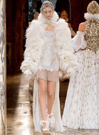 платья с перьями 2013