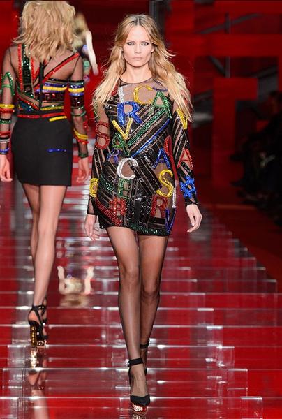 Показ Versace на Неделе моды в Милане | галерея [1] фото [27]