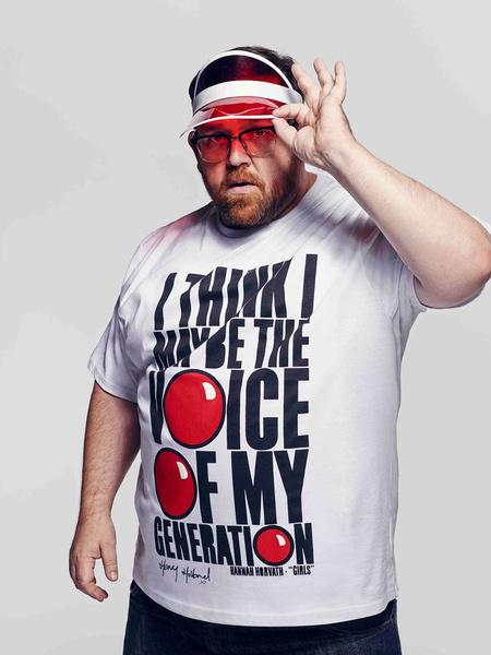 Известные дизайнеры создали футболки ко Дню красного носа | галерея [2] фото [5]