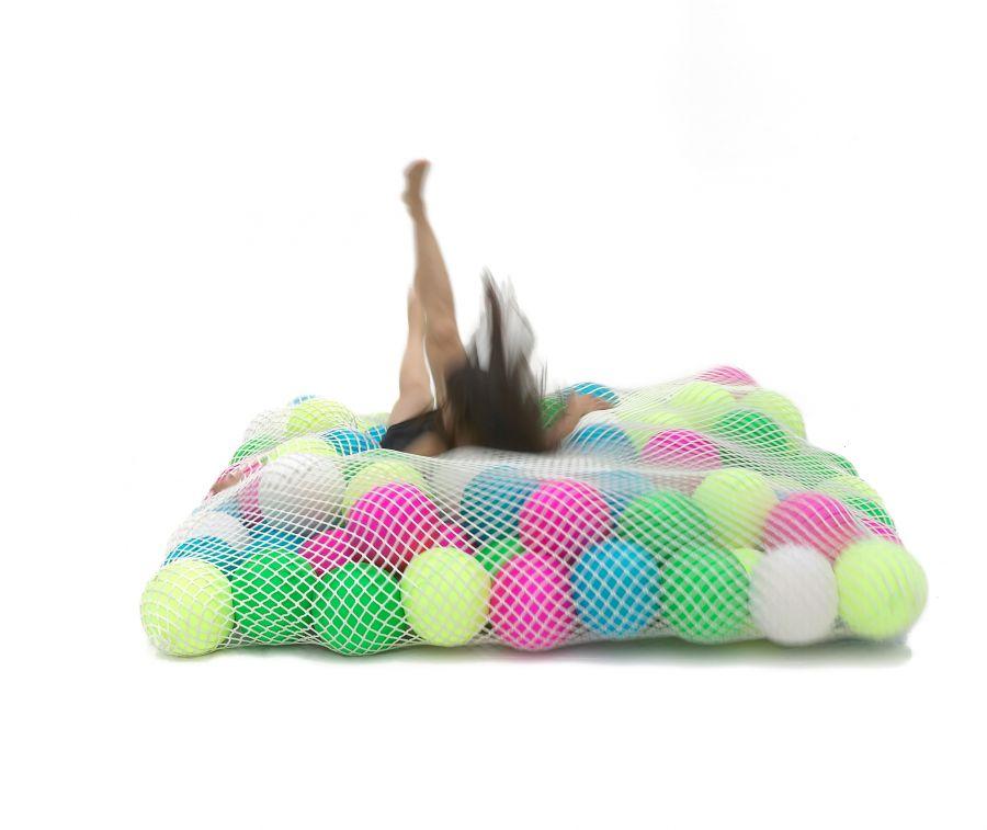 «Матрас» Wave для подвижных игр, мячи из полимерной пены заключены в эластичную сетку, Younow, www.florencejaffrain.com