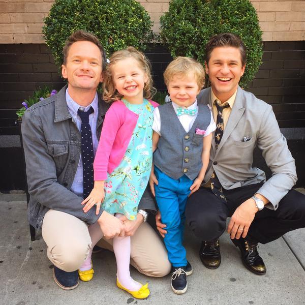 Нил Патрик Харрис с мужем и детьми