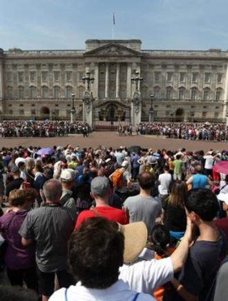 В Великобритании празднуют рождение принца Кембриджского