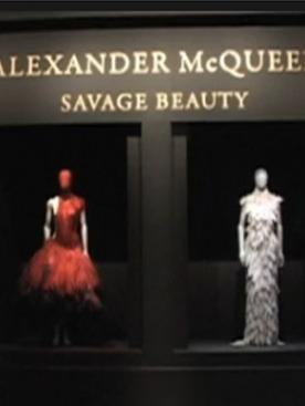 Выставка Alexander McQueen: Savage Beauty в Нью-Йорке.