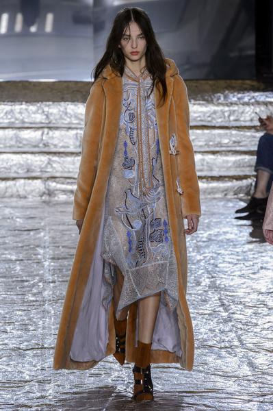 Самые красивые образы Недели моды в Лондоне | галерея [1] фото [32]