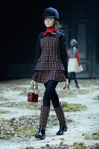 Неделя моды в Париже: показ Moncler Gamme Rouge осень-зима 2015/16 | галерея [1] фото [8]
