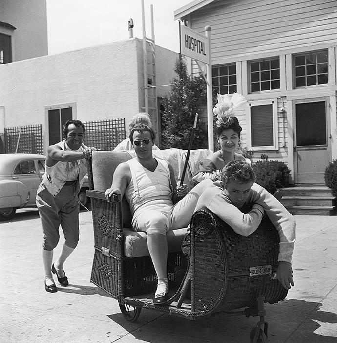 Марлон Брандо и Джеймс Дин в 1954 году