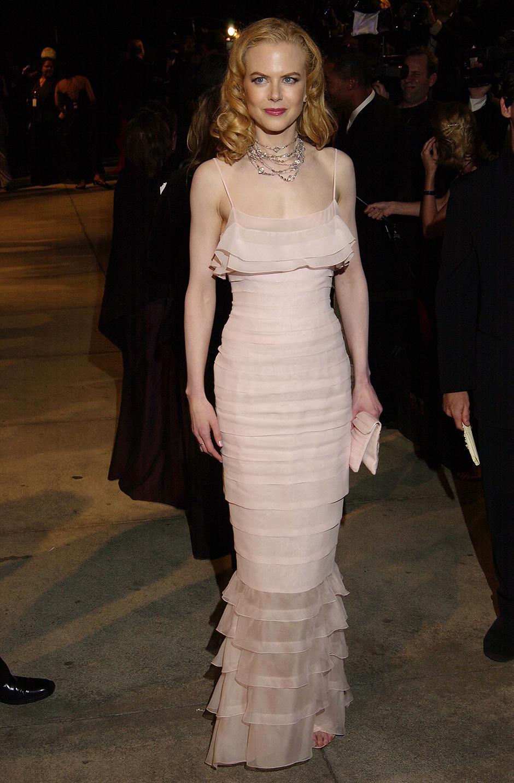 В платье Chanel Haute Couture, 2002 год