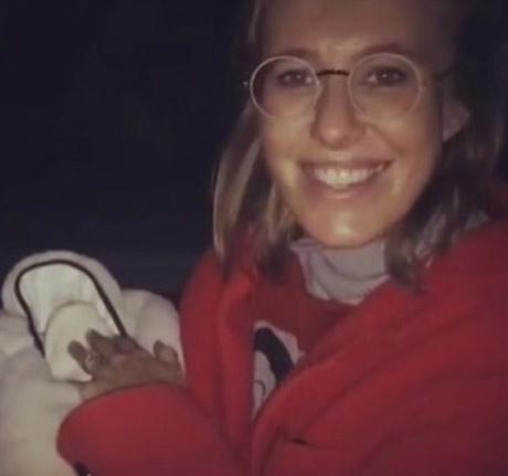 Первые кадры Ксении Собчак с новорожденным сыном