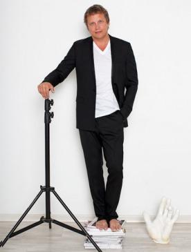 На Олеге: пиджак, майка, брюки, все — Dior Homme
