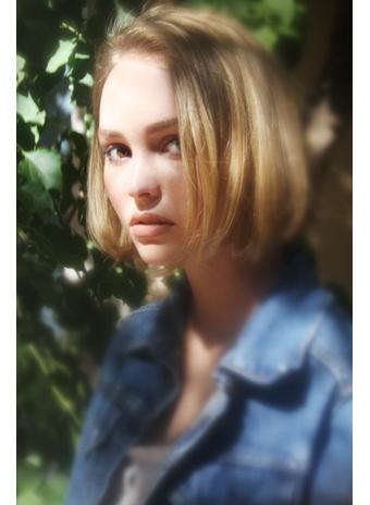 Лили-Роуз в фотосессии