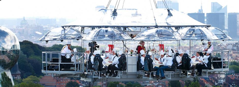 «парящий» ресторан Dinner In The Sky