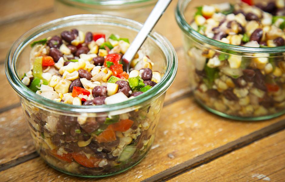 Салат из кукурузы с черной фасолью