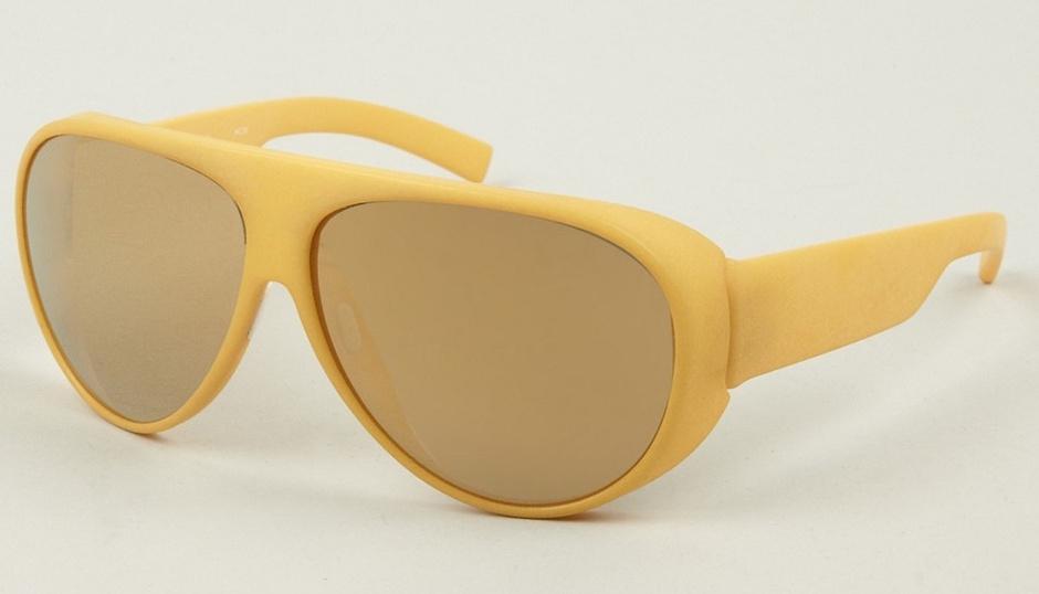 Солнцезащитные очки: оправа желтого цвета