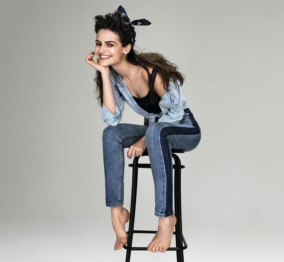 Рубашка из денима, Marc O'Polo; джинсы, Calvin Klein Jeans; топ, Diesel; платок, Levi's