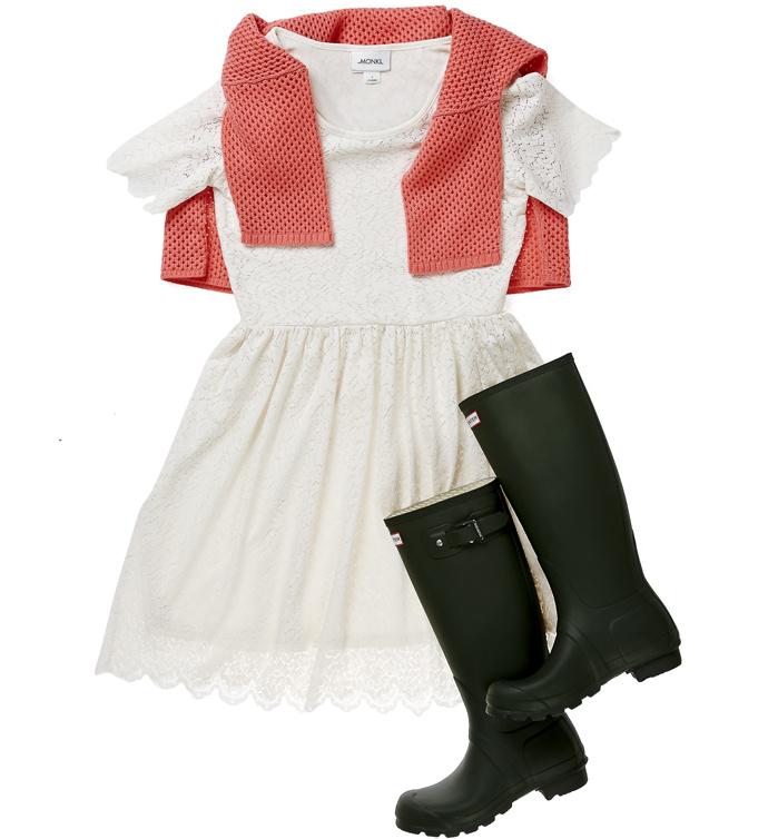 Платье Monki, свитер Allude 24880 руб., сапоги Hunter 6100 руб.
