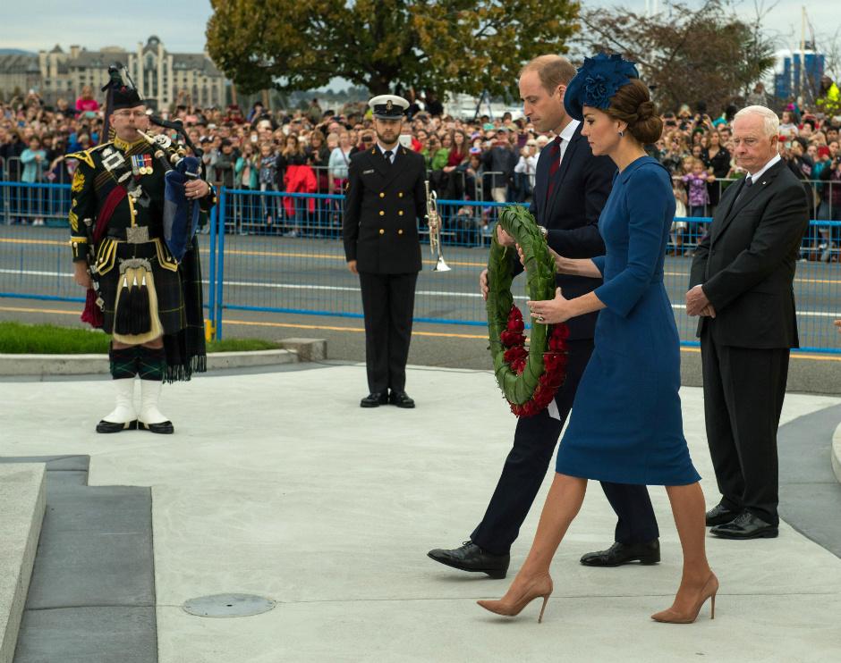 Фото дня: принц Уильям и Кейт Миддлтон с детьми прибыли с визитом в Канаду