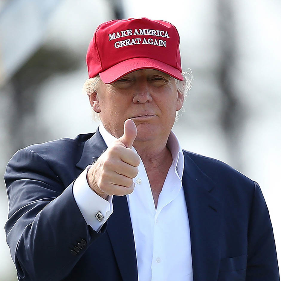 Дональд Трамп в бейсболке Make America Great Again