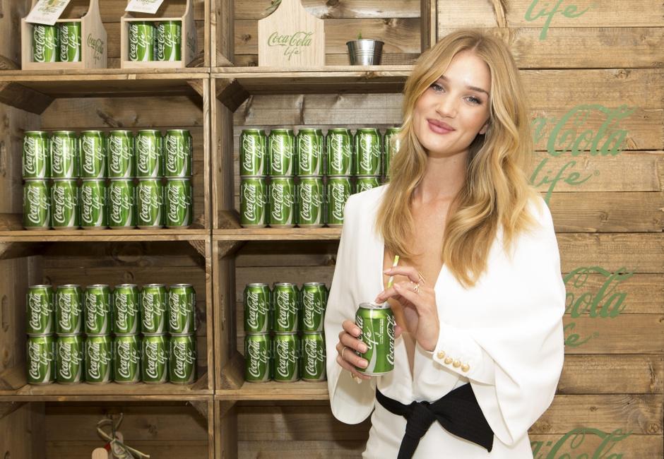 Роузи Хантингтон-Уайтли на открытии нового бутика Coca-Cola