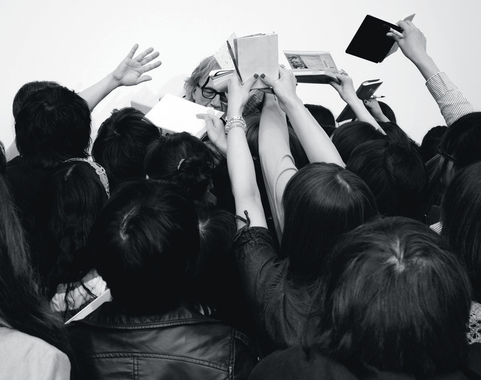 Толпа преданных фанатов — часть имиджа Paul Smith