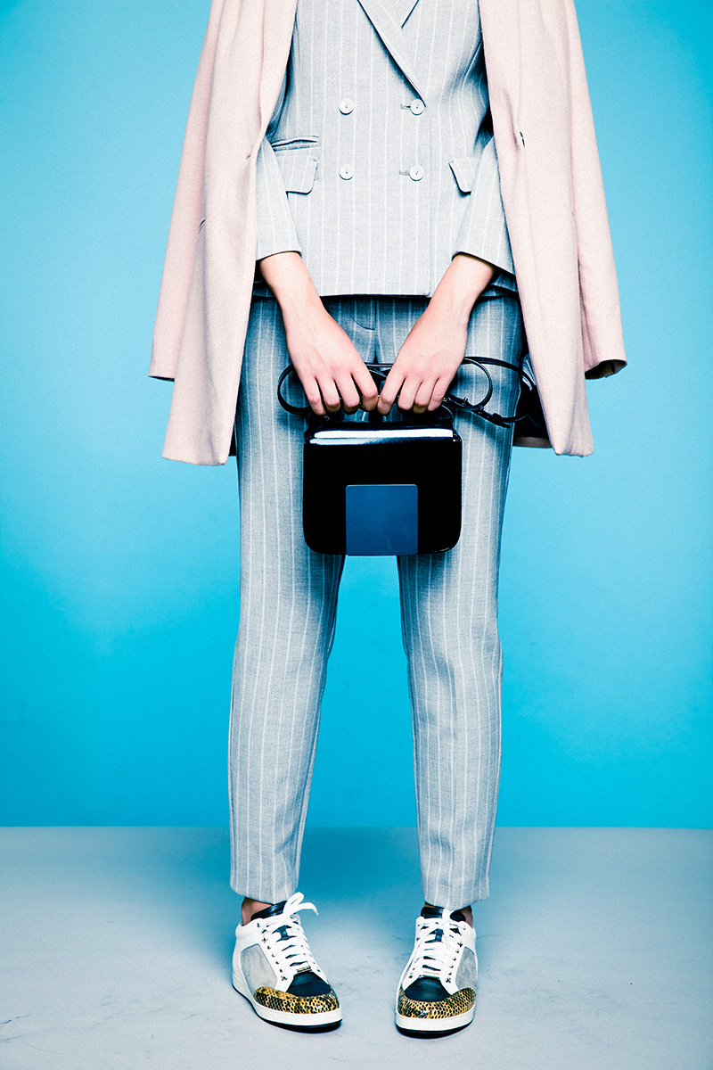 Жакет, цена по запросу, брюки, цена по запросу, все — Max & Co.; пальто, Mexx, 6 299 руб.; сумка, Jil Sander, 63 360 руб.; сникерсы, Jimmy Choo, 24 600 руб.