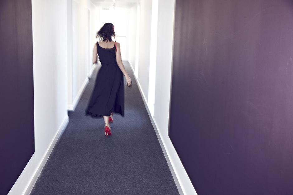 Платье, Lanvin; украшение для волос, Silver Spoon Attire; туфли, Manolo Blahnik