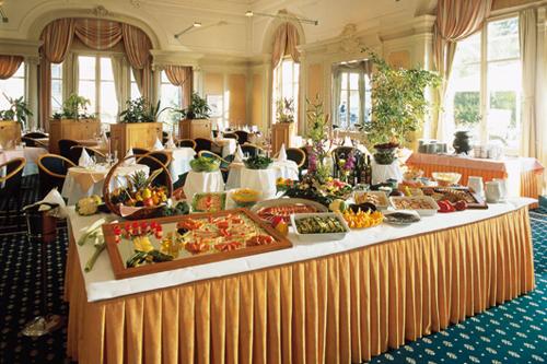 Фото: 4)Бранч в ресторане Belle Epoque (Grand Hotel des Bains)