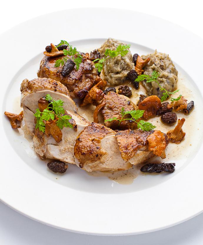 Цыпленок с лесными грибами и воздушным картофелем с трюфелями (Ресторан «ТУРАНДОТ»)