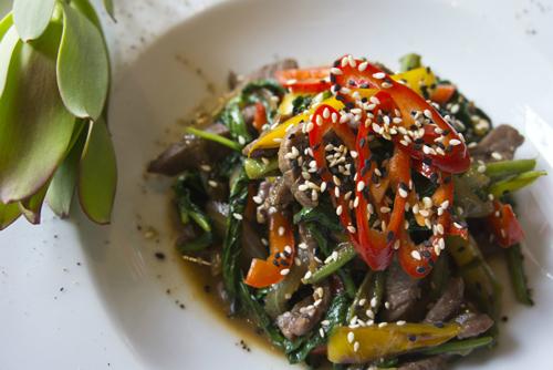 Говядина на воке с овощами