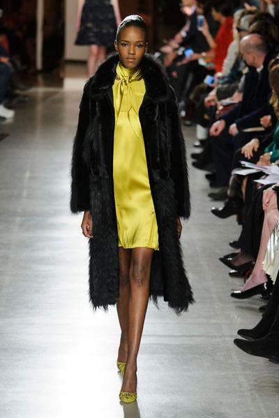 Показ Oscar de la Renta на Неделе моды в Нью-Йорке | галерея [1] фото [23]