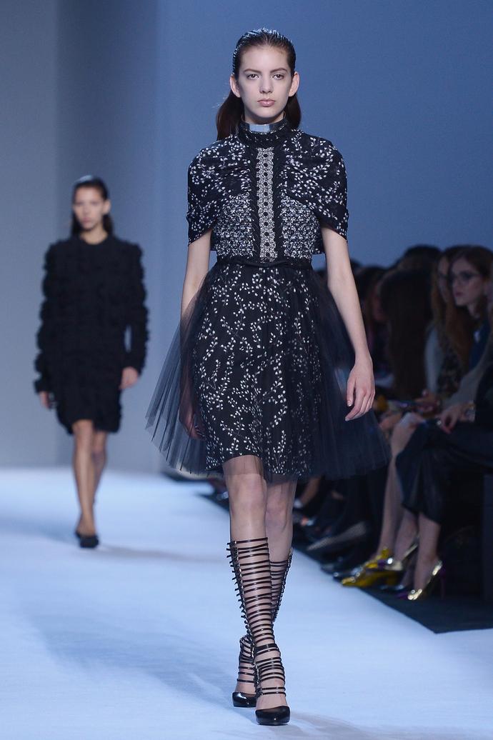 показ Giambattista Valli на Неделе моды в Париже