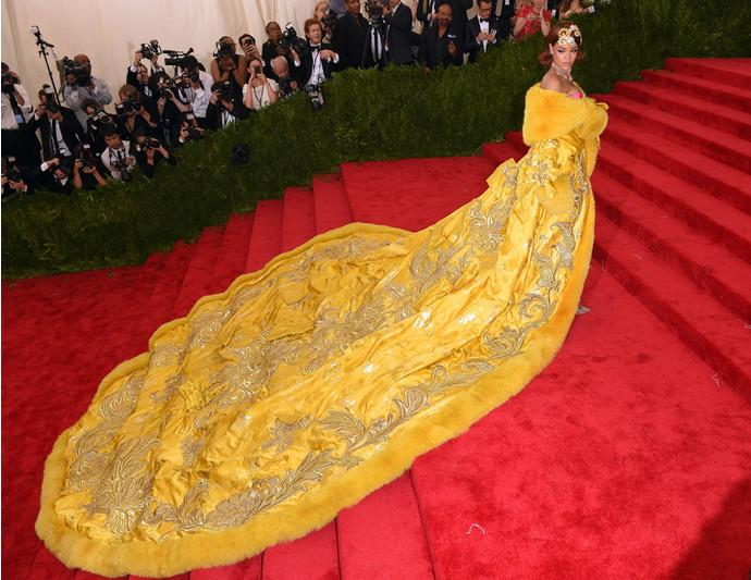 Рианна в платье Guo Pei Couture на Met Gala