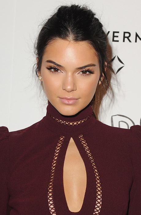 Кендалл Дженнер стробинг макияж / Kendall Jenner strobing makeup