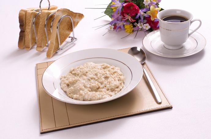 Каша, цельнозерновой хлеб, гранола и мюсли