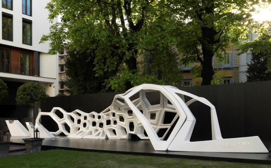 Архитектор Заха Хадид создала инсталляцию Serpenti для ювелирного Дома Bulgari