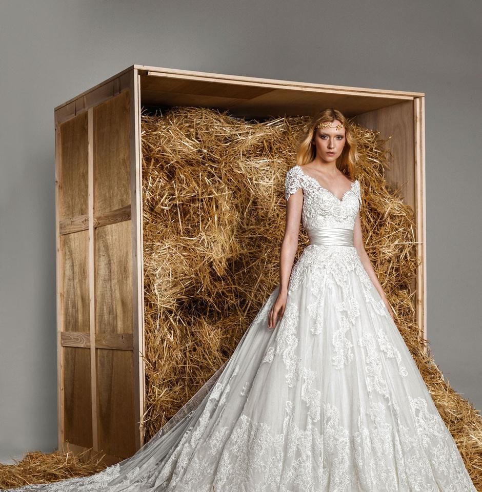 Свадебное платье с вышивкой и кружевом