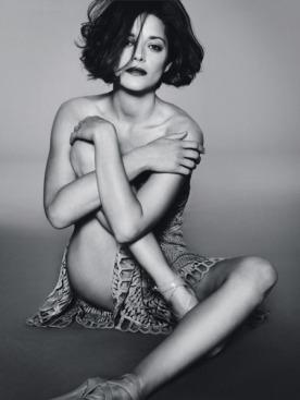 Платье бюстье, Dior; босоножки, Jimmy Choo