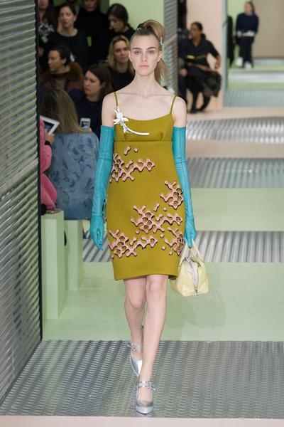 Показ Prada на Неделе моды в Милане | галерея [1] фото [26]