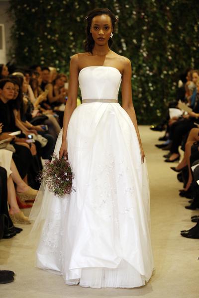 Показ Carolina Herrera на Неделе свадебной моды в Нью-Йорке | галерея [1] фото [9]