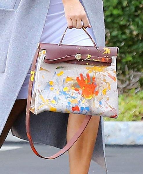 Дочь Ким Кардашьян создала сумку Hermes для мамы