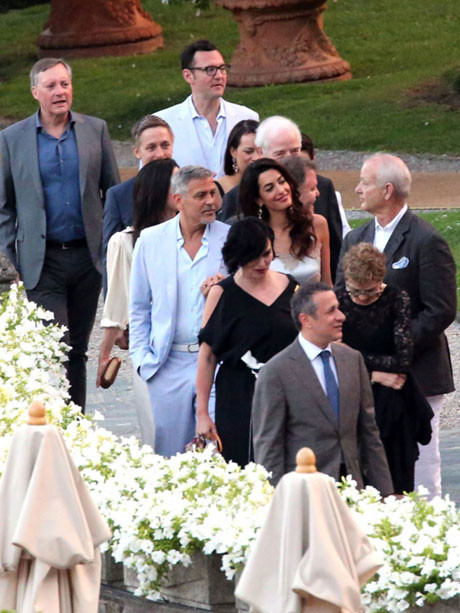 Джордж и Амаль Клуни с гостями
