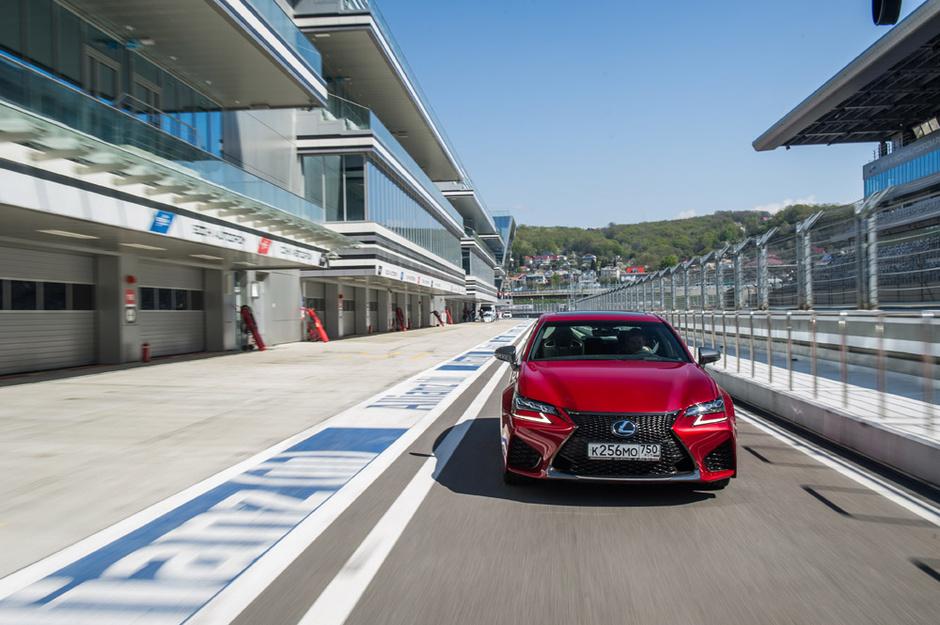Cпортивный седан Lexus GS F
