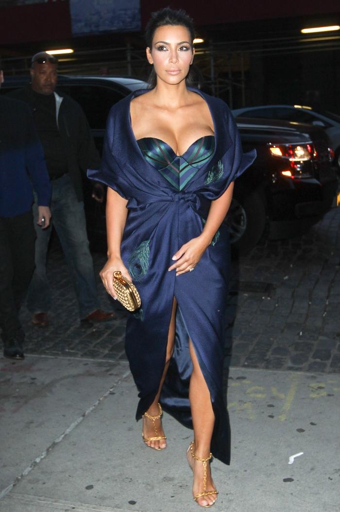 Стиль Ким Кардашьян: платье-бюстье с акцентом на грудь