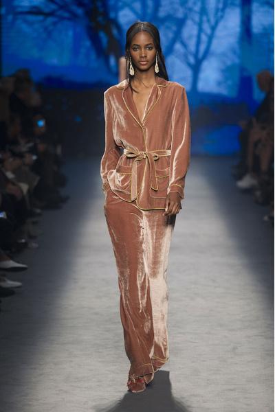 Самые красивые образы Недели моды в Милане | галерея [1] фото [26]