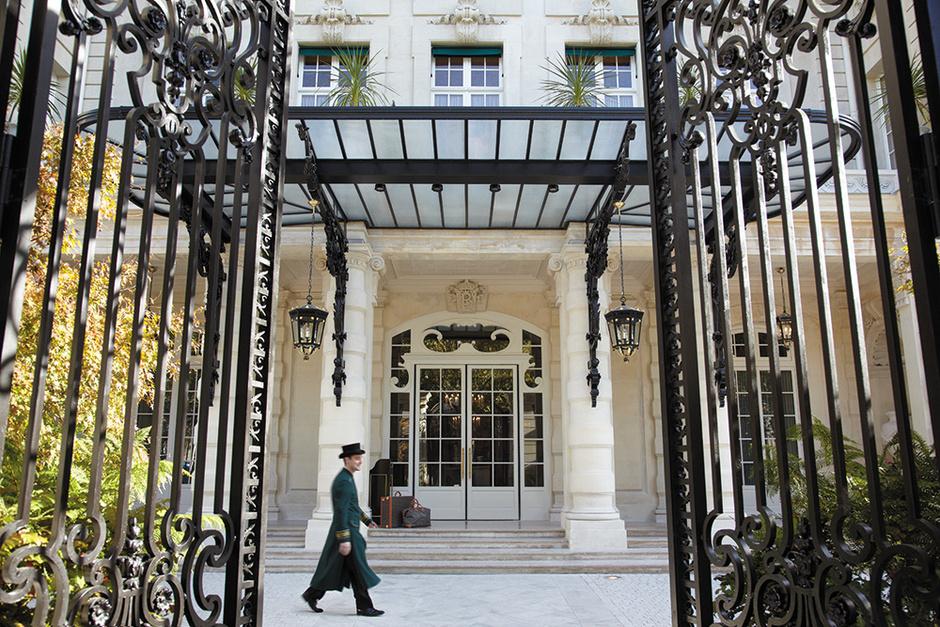 Вход в гостиницу Shangri-La Paris