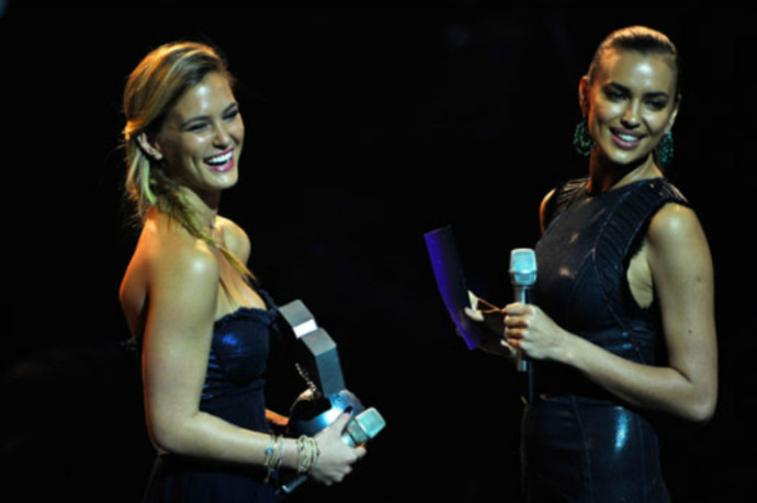 Ирина Шейк и Бар Рафаэли на MTV EMA 2011