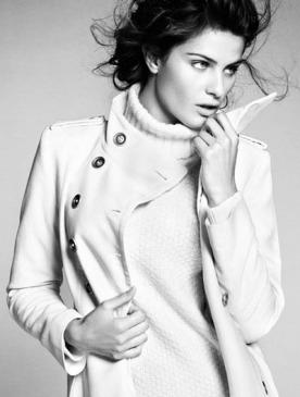 Изабели Фонтана в лукбуке коллекции Mango Simplicity