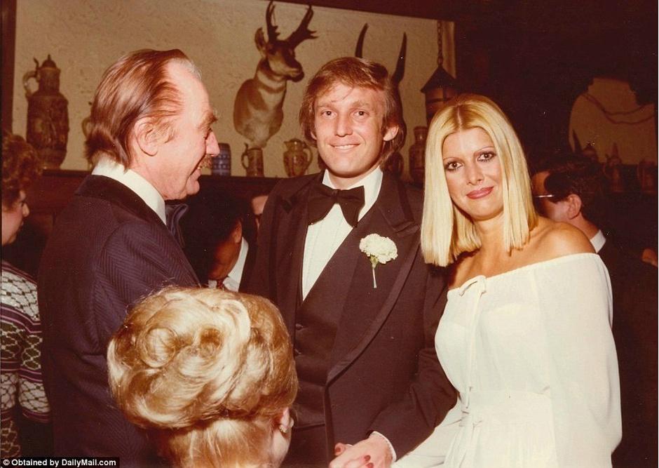 Дональд Трамп с женой Иваной и отцом Фредом Трампом