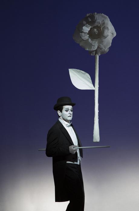 Giorgio Armani сшил костюмы для постановки Михаила Барышникова